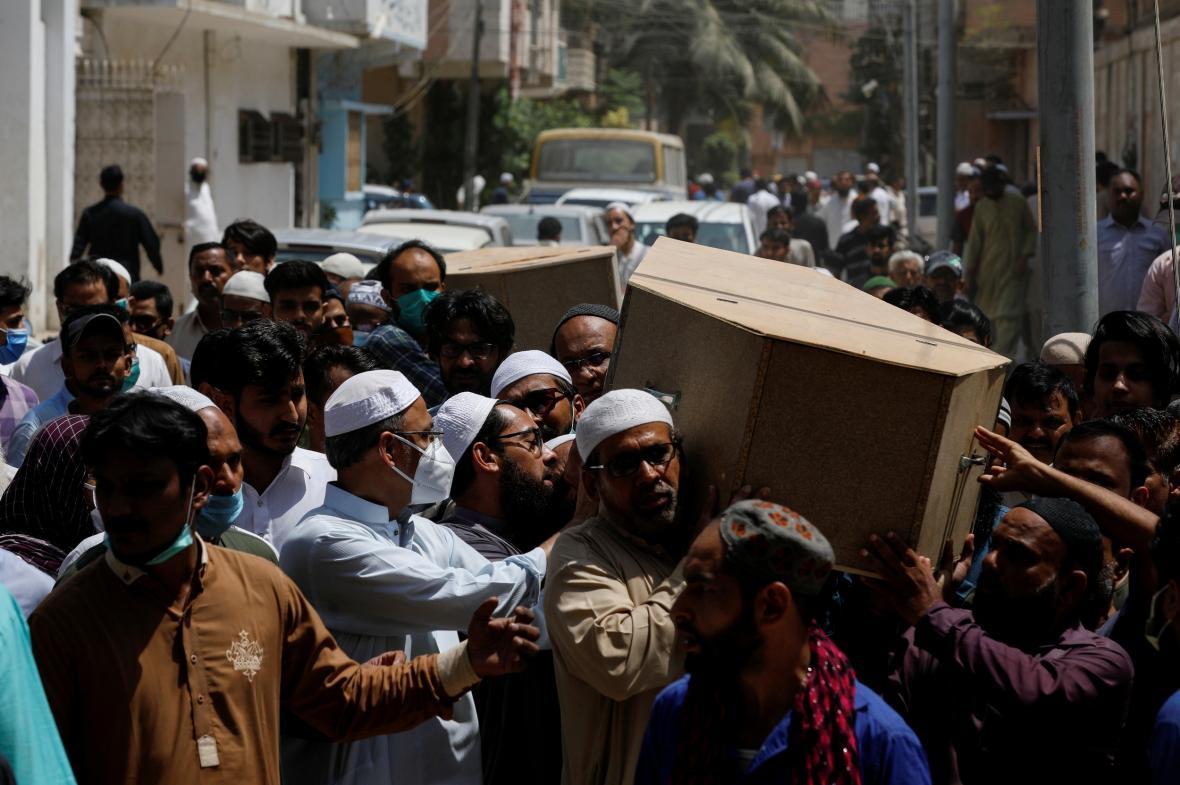 Pohřební průvod v Karáčí