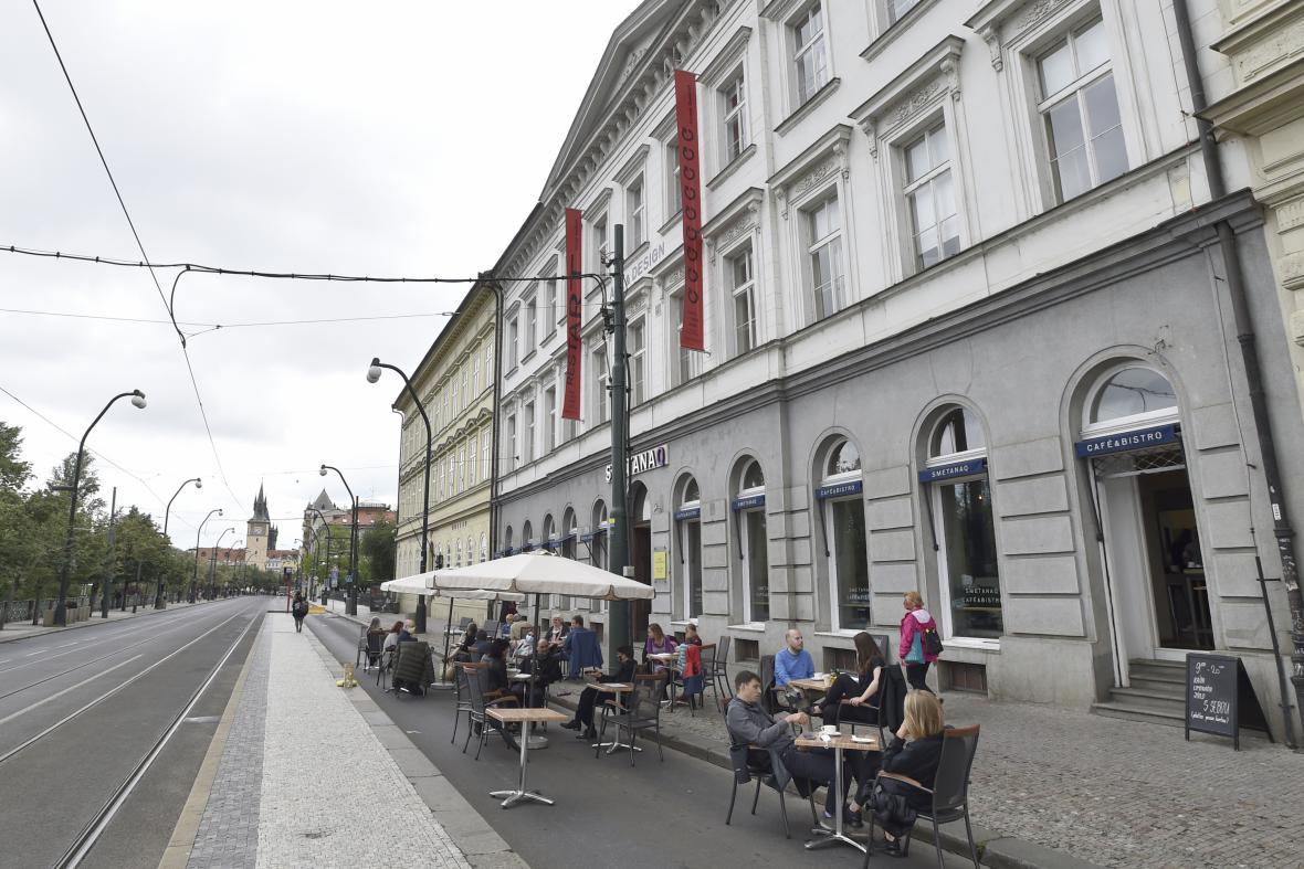 Částečné uzavření Smetanova nábřeží pro auta