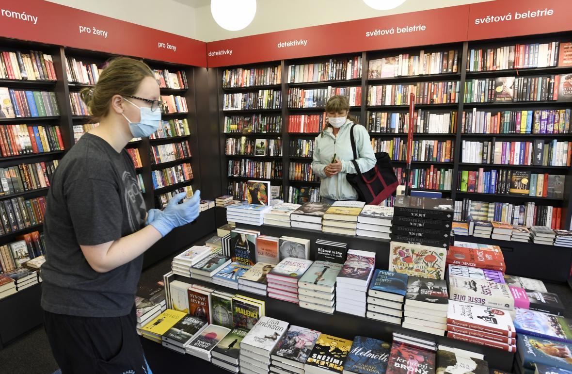 Otevření knihkupectví Kanzelsberger v Praze v době koronavirové krize