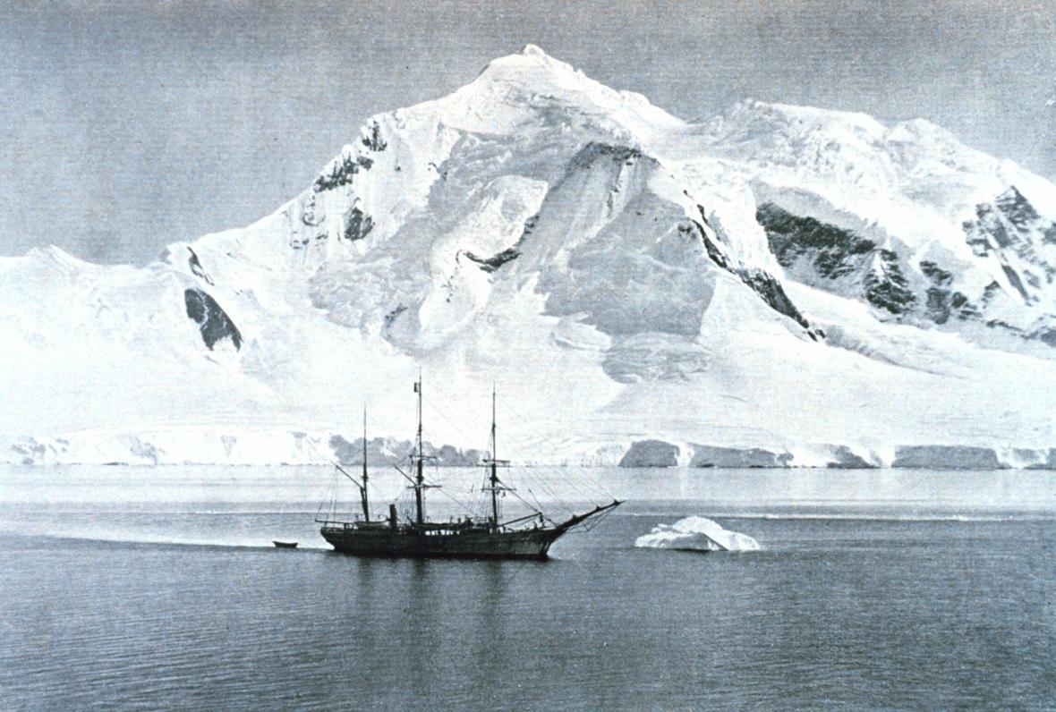 Loď Belgica u Antarktidy