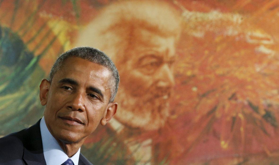 Barrack Obama před malbou Fredericka Douglasse