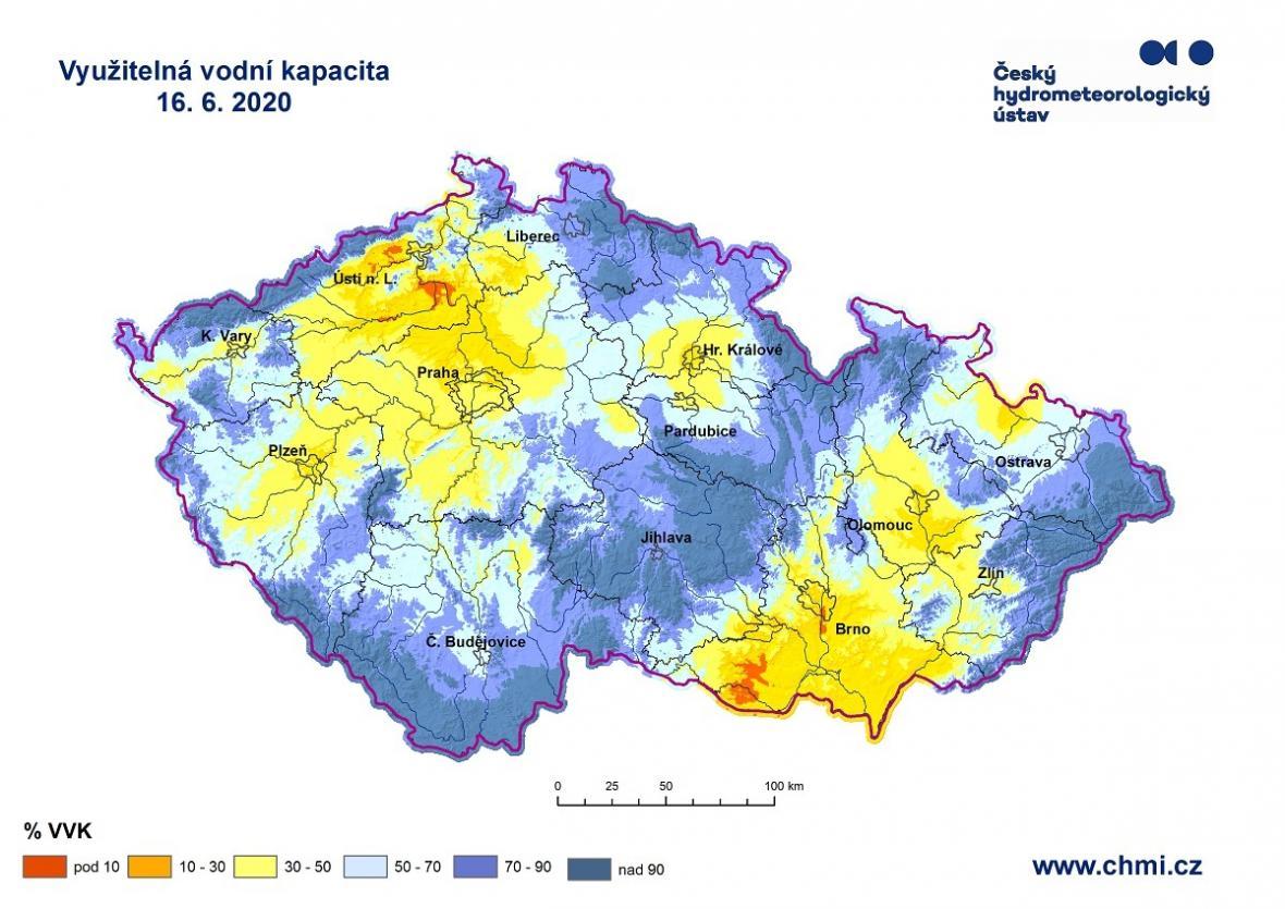 Vlhkost ve svrchní vrstvě půdy po deštích a silných bouřkách překračuje až 75 %