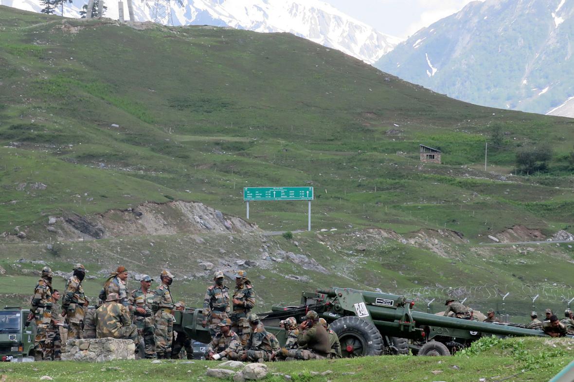 Indičtí vojáci ve sporné oblasti Ladákhu