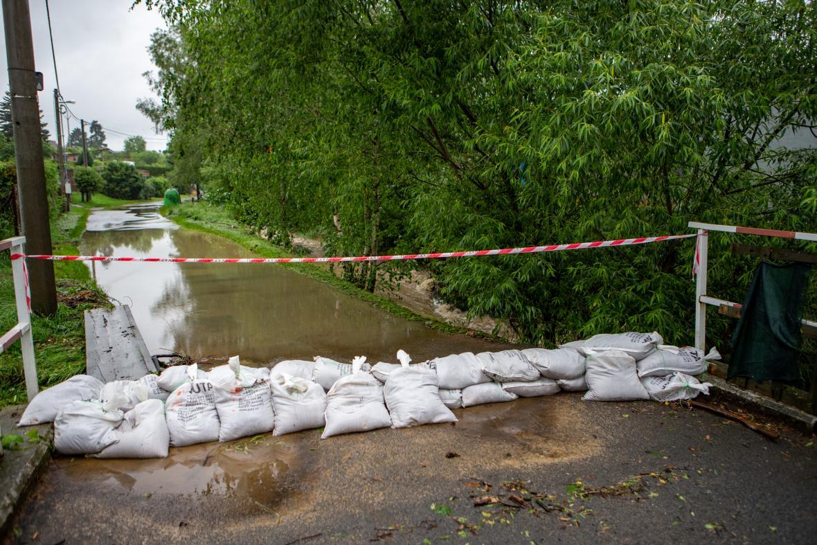 Potok Rakovec v Novém Jičíně vystoupal na třetí stupeň povodňové aktivity