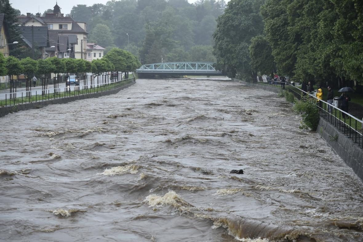 Ve Frýdlantu se vzedmula řeka Smědá