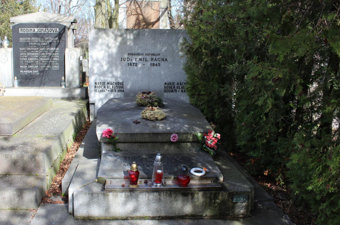 Hrob Emila Háchy na pražských Vinohradech