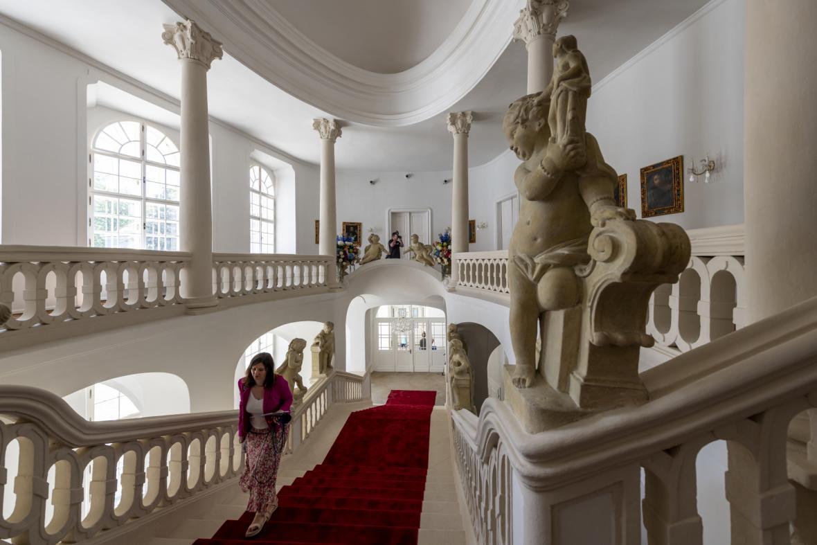 Hlavní schodiště zámku Peruc