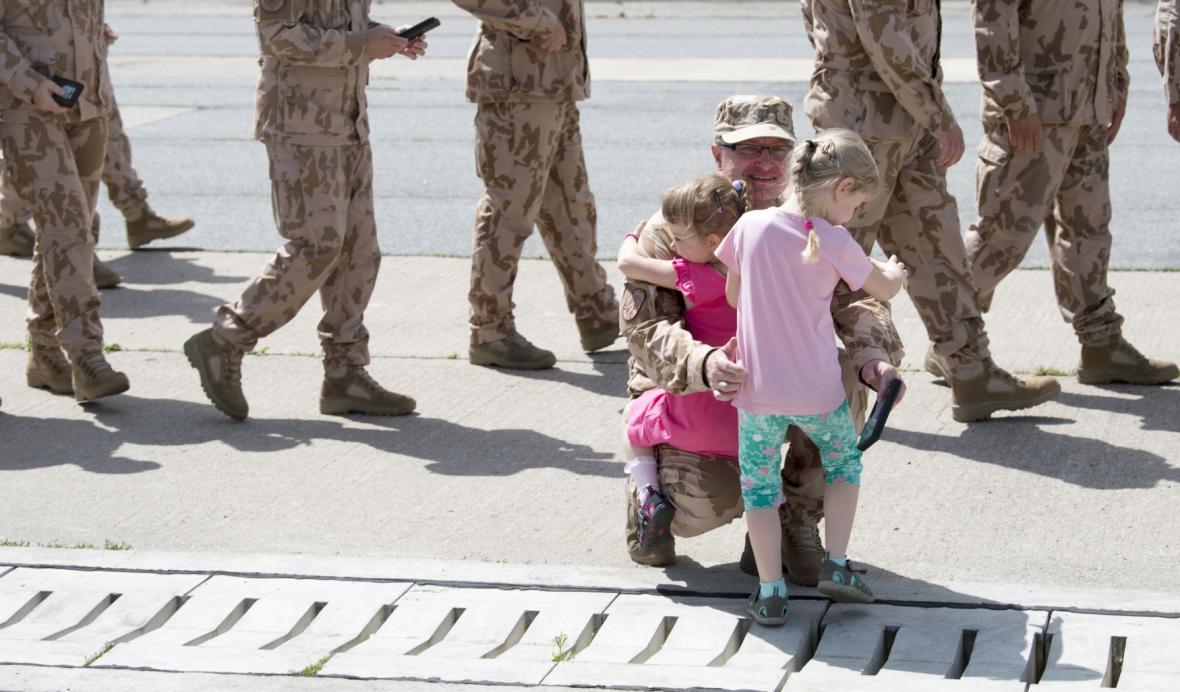 Návrat českých vojáků z Afghánistánu domů
