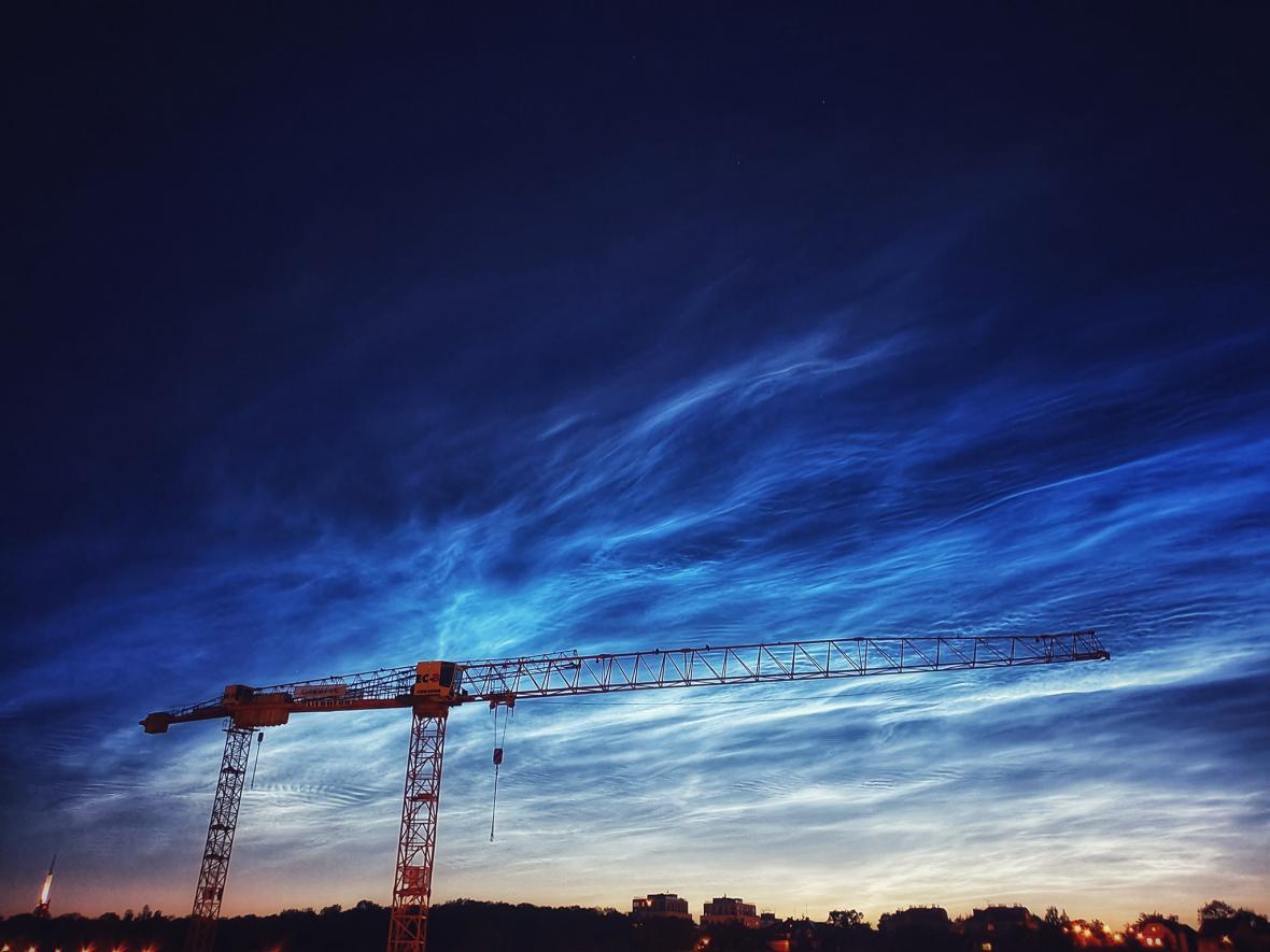 Svítící mraky nad Prahou