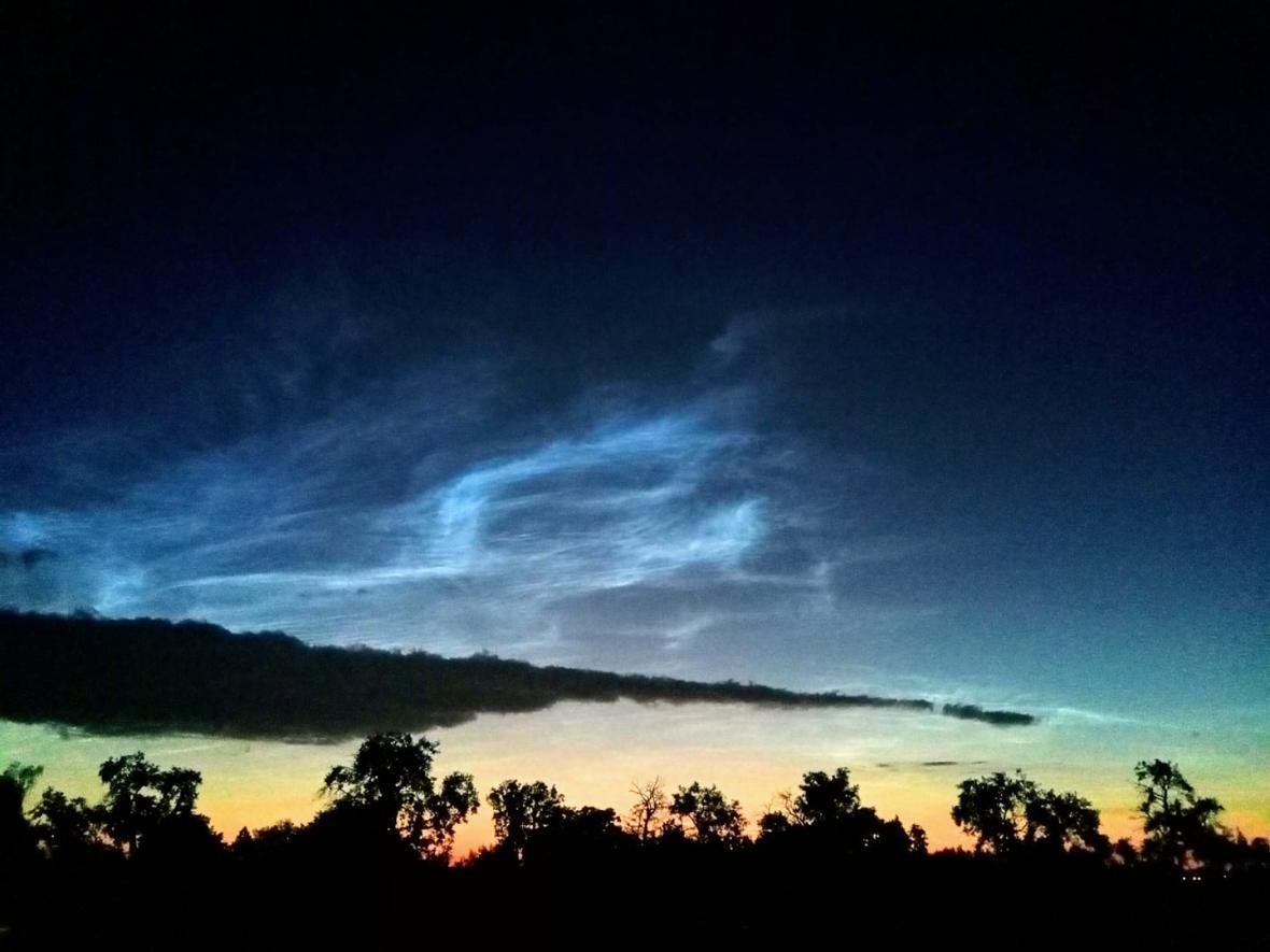 Svítící mraky nad Ostravou