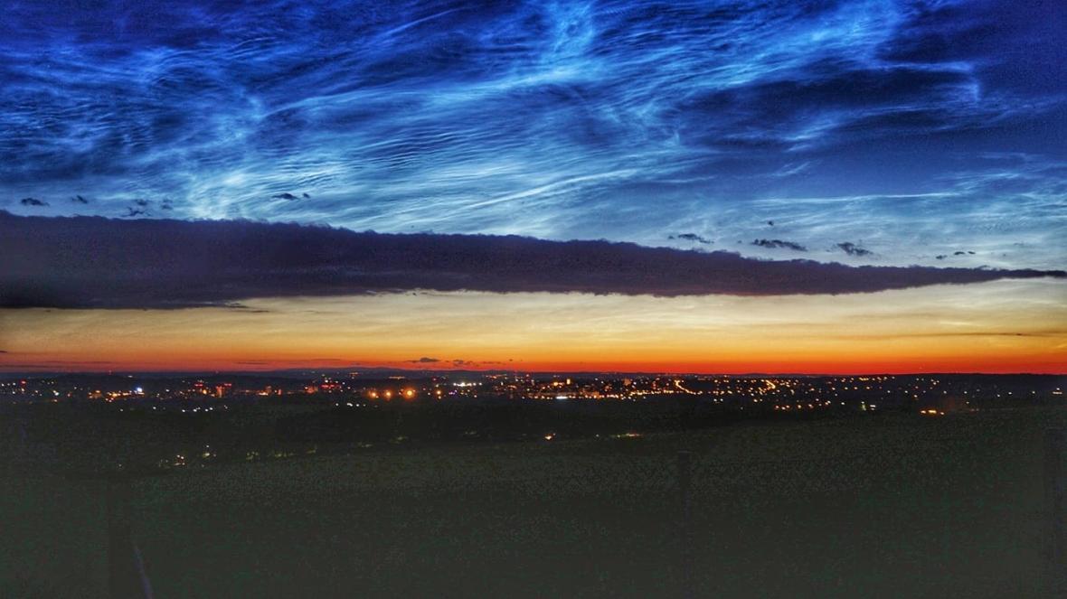 Svítící mraky nad Frýdkem-Místkem