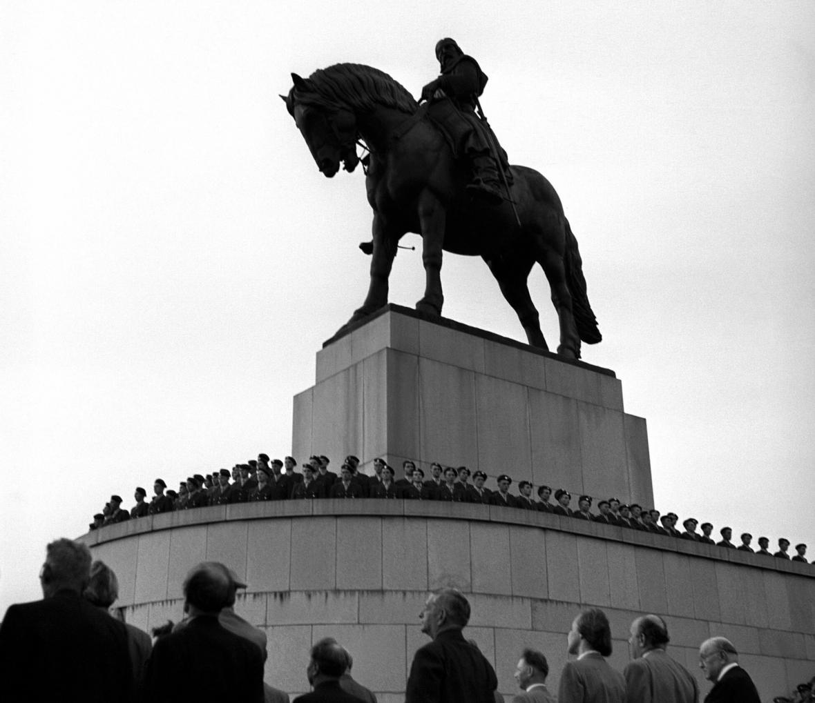 Slavnostní odhalení jezdecká sochy Jana Žižky, 14. července 1950