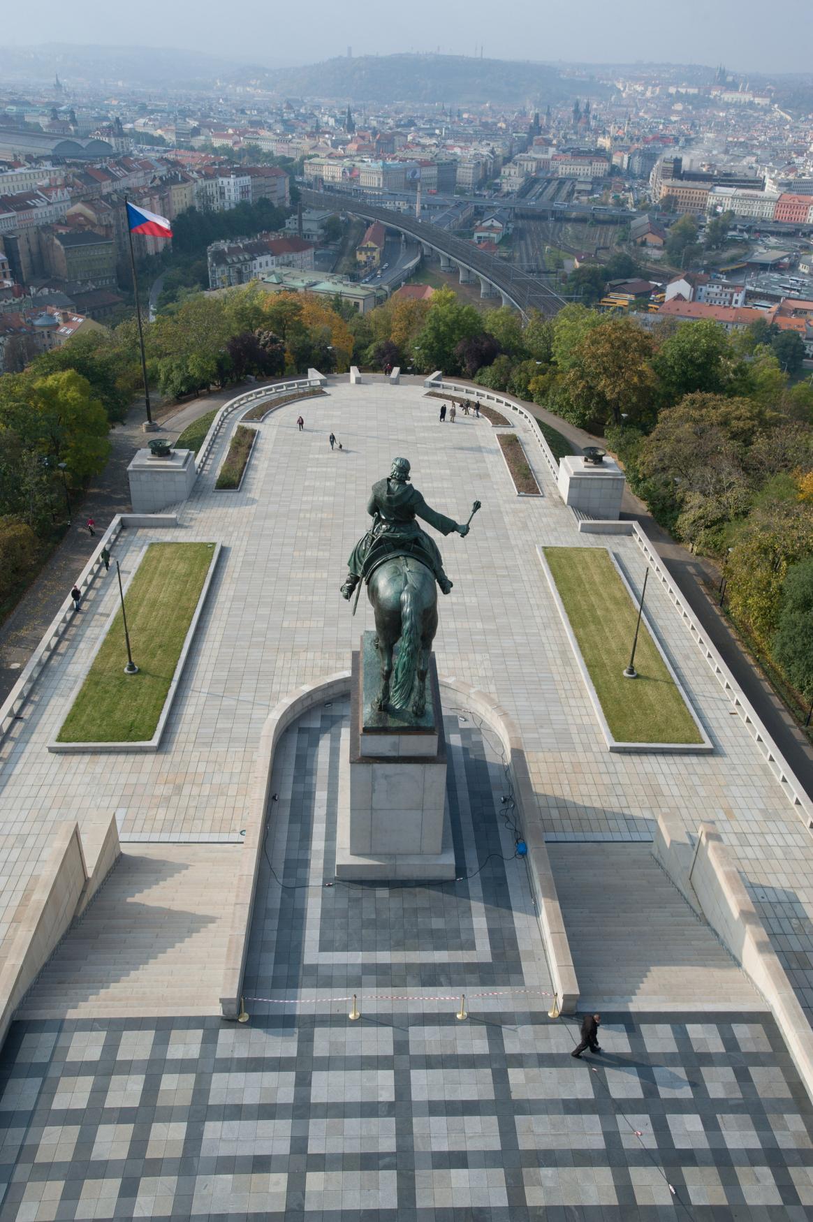 Národní památník na Vítkově, výhled na Prahu