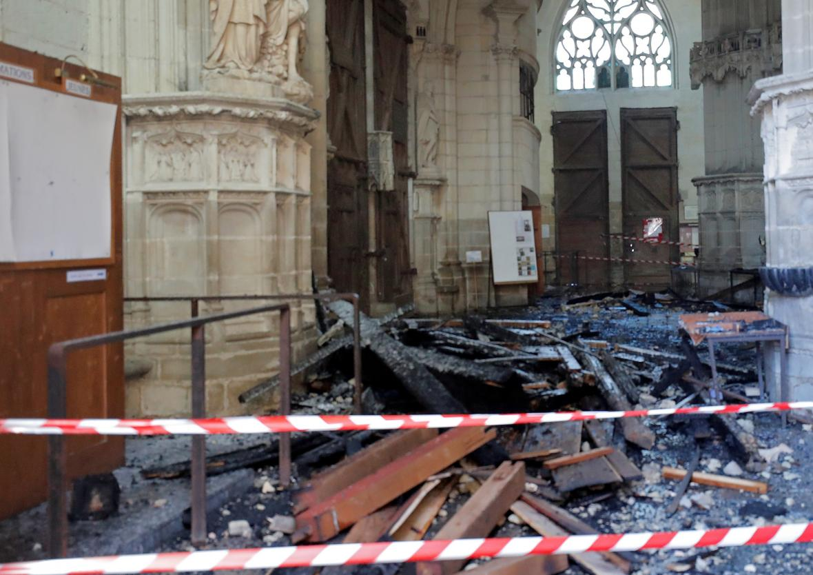 Požár katedrály v Nantes