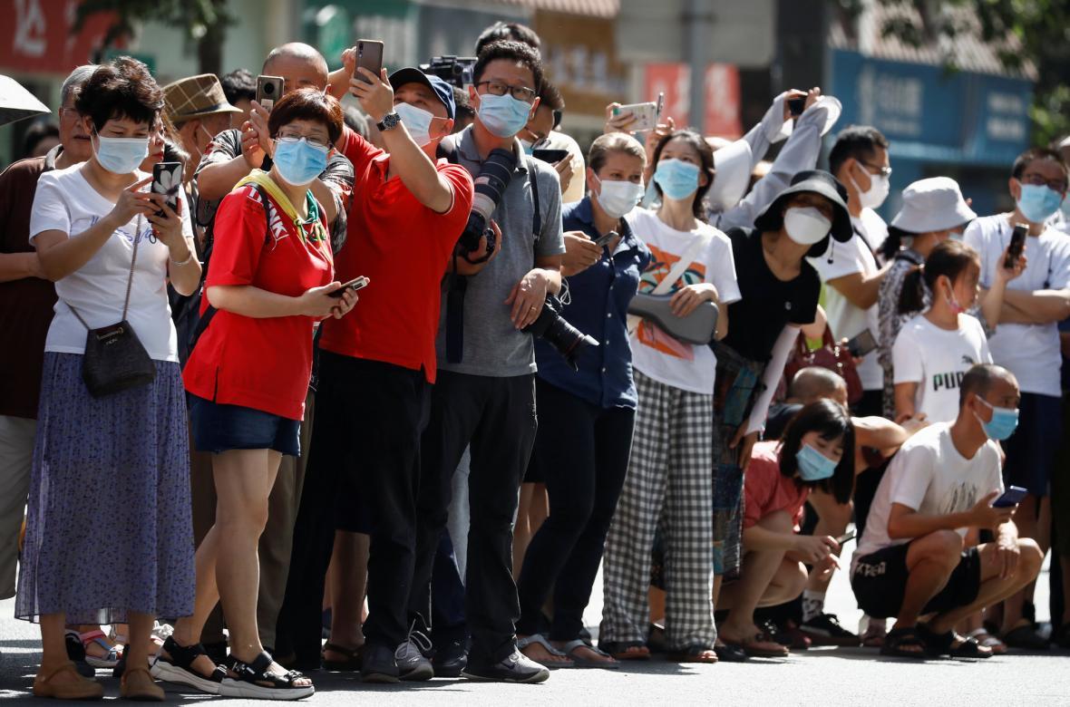 Ukončení konzulátu přilákalo pozornost obyvatel