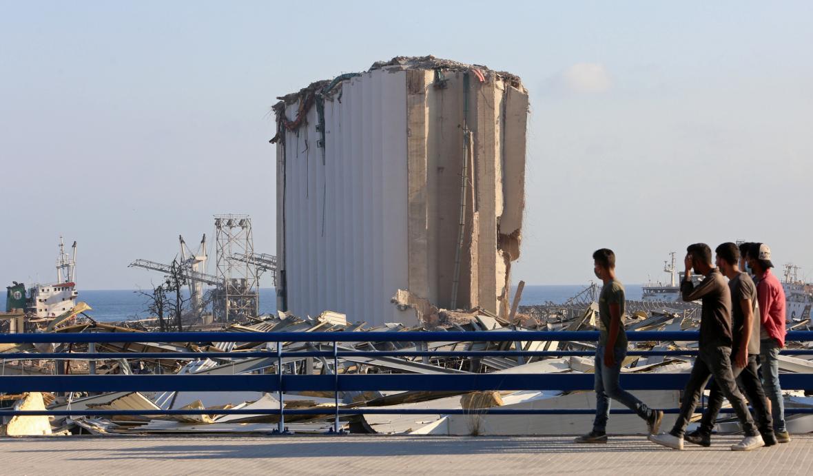 Poničené obilné silo v Bejrútu