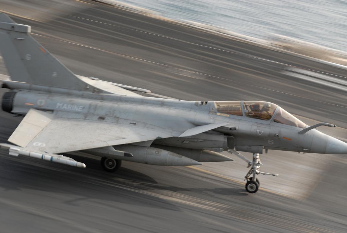 Francouzské letouny Rafale si v poslední době připsaly velký úspěch v podobě vítězství v ostře sledovaném tendru indického letectva. Námořní verze je upravena pro start z francouzské letadlové lodi Charles de Gaulle