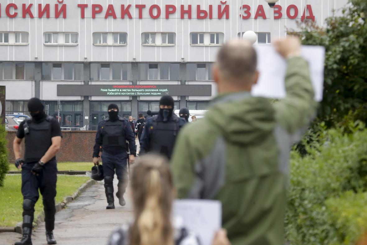 Situace před Minským traktorovým závodem 19. srpna ráno