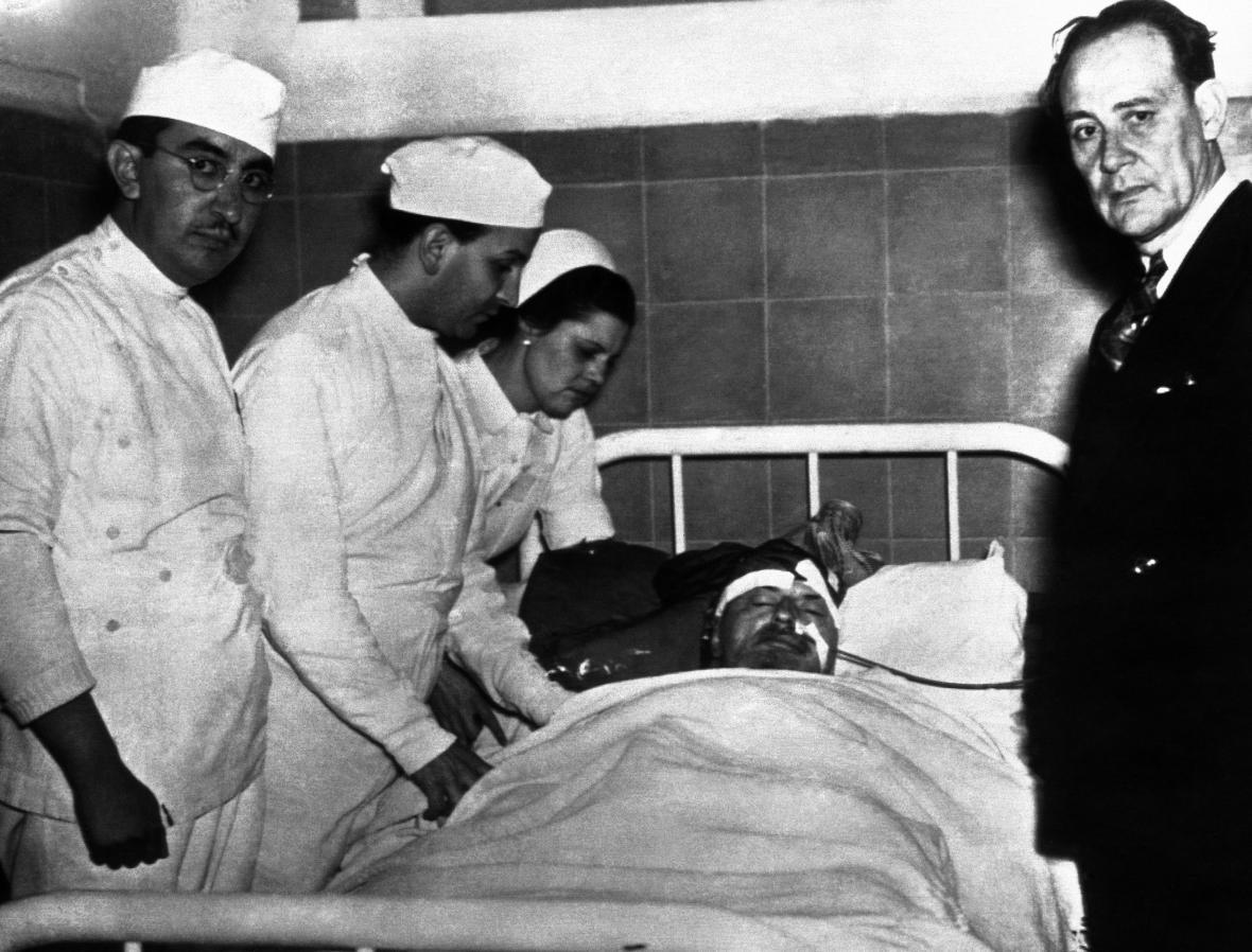 Lev Trockij v nemocnici po atentátu