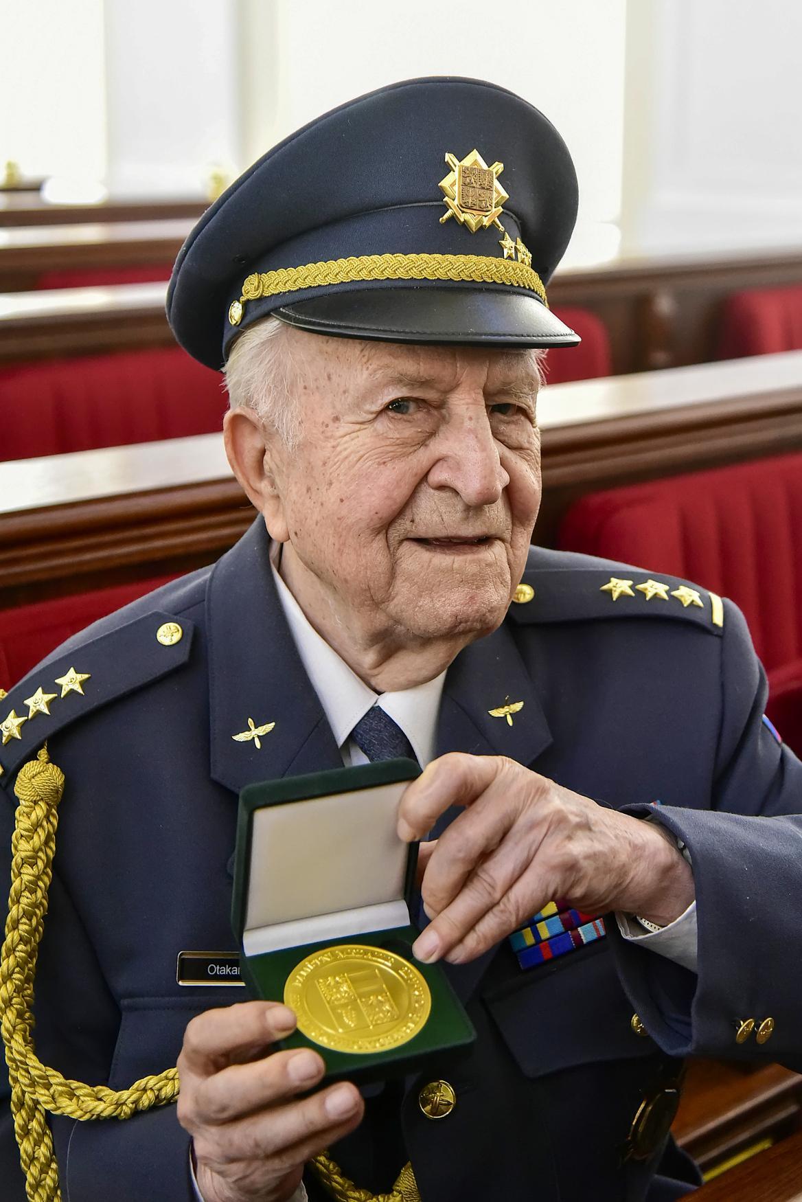 Otakar Pospíšil získal medaili za statečnost