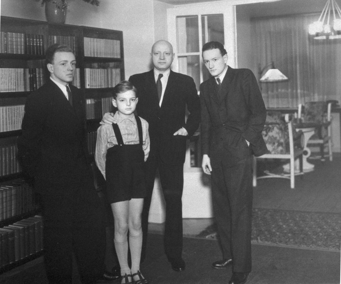 Emanuel Moravec se svými syny