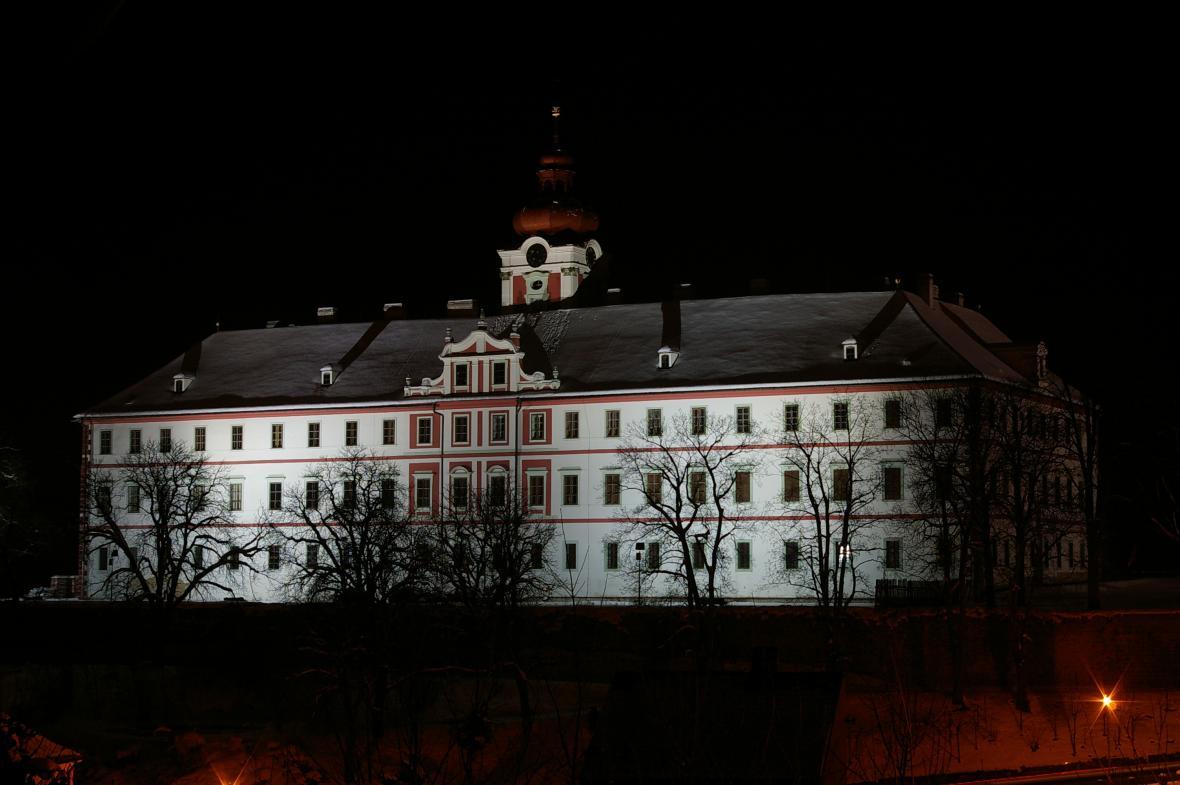 Zámek Mnichovo Hradiště v noci