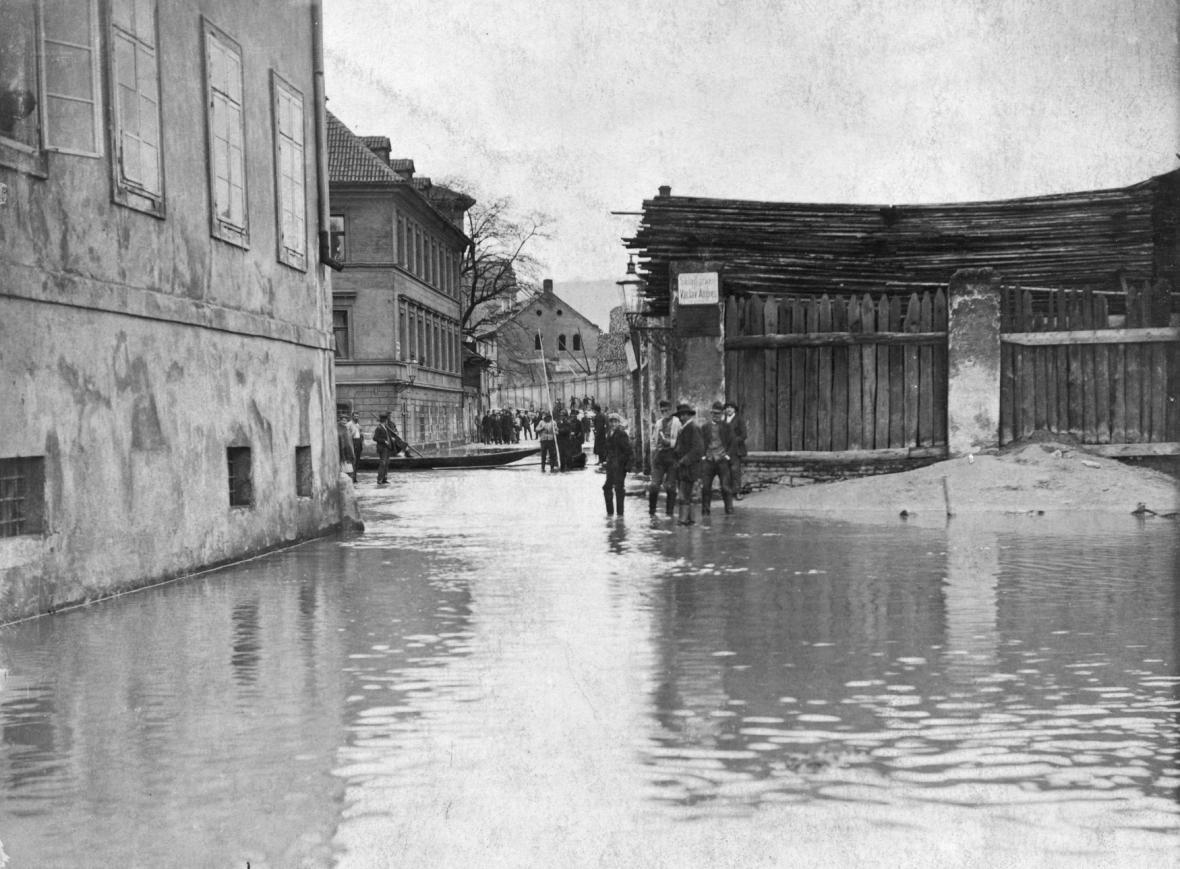 Zatopené Janské náměstí v roce 1890 - oblast přibližně současné Náměstí Curieových