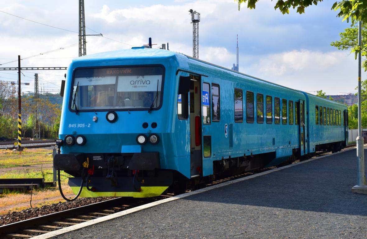 Vlak na zastávce Vltavská