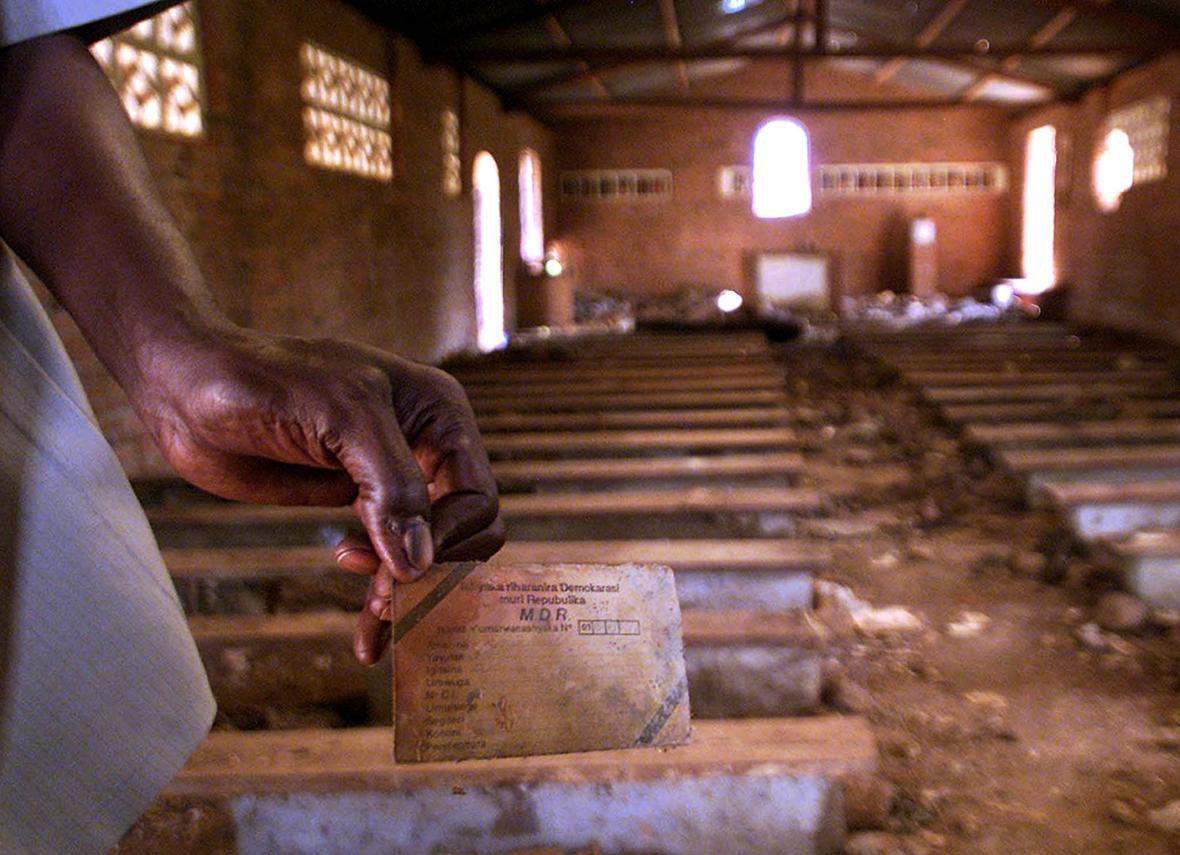 Etnická identifikační karta jedno ze zmasakrovaných Tutsiů v roce 1994