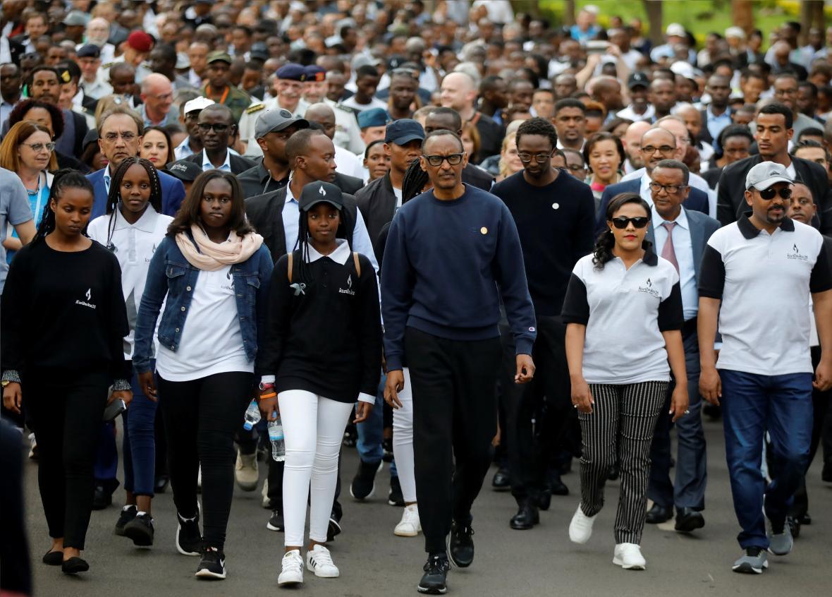Budoucnost Rwandy. Mladí lidé jdou po boku prezidenta Kagameho