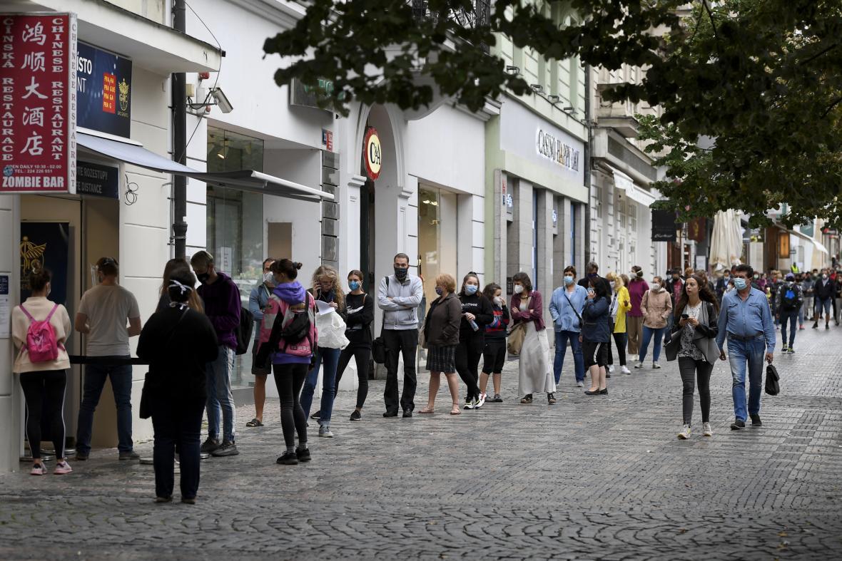 Fronta ve čtvrtek 10. září k odběrovému místu na Václavském náměstí