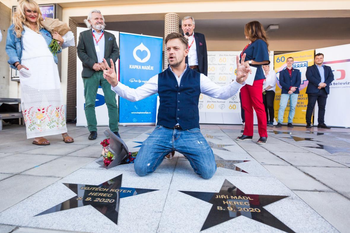 Jiří Mádl se svou hvězdou na chodníku slávy Zlín Film Festivalu