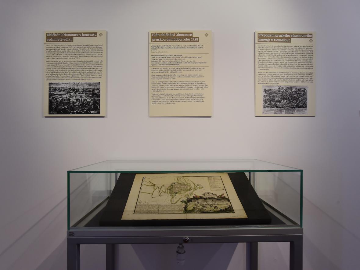 Mědiryt Saltzerova plánu obléhání Olomouce pruskou armádou roku z 1758