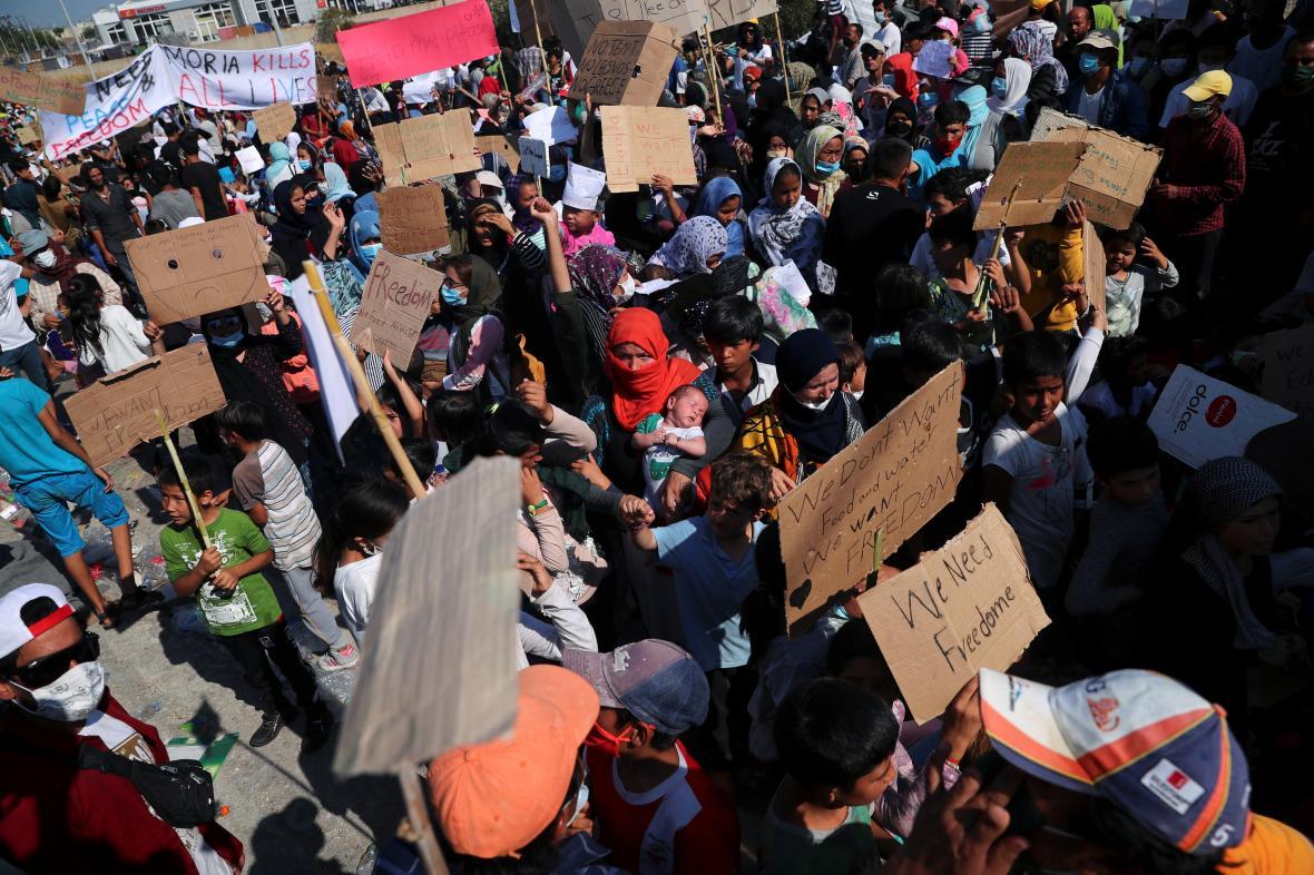 Protest proti vládnímu plánu na postavení nového tábora