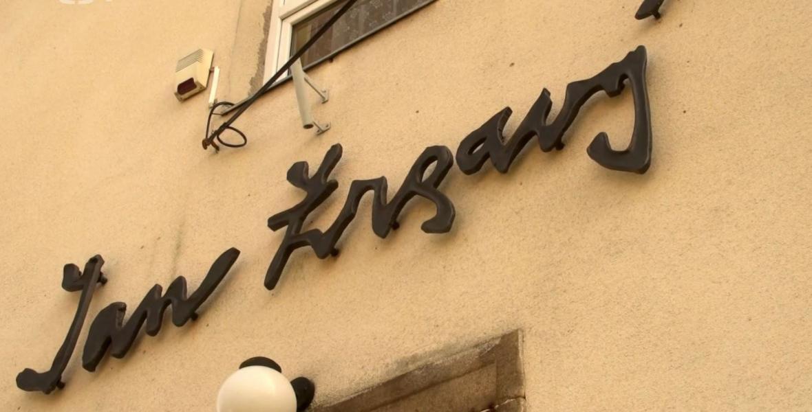 Podpis na rodném domě Jana Zrzavého