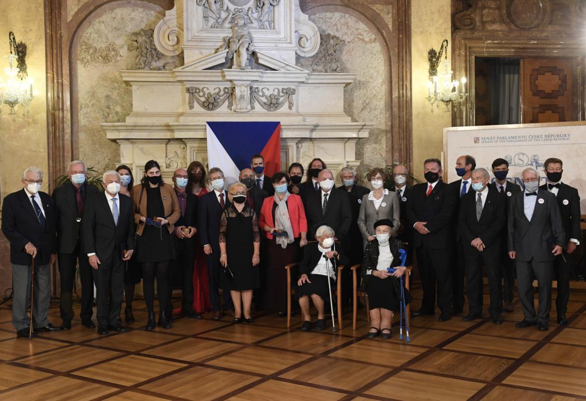 Držitelé senátní medaile