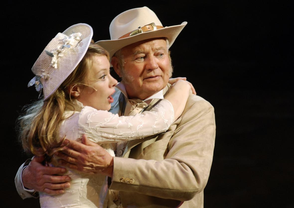 Karel Fiala a Linda Rybová v divadelní inscenaci Limonádového Joea v Hudebním divadle Karlín