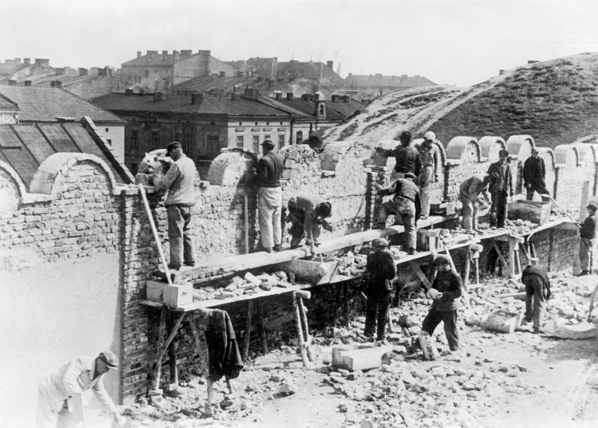 Ghetto obehnala třímetrová zeď