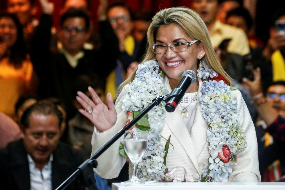 Jeanine Áňezová během ceremonie, na které oznámila svou kandidaturu na prezidentku