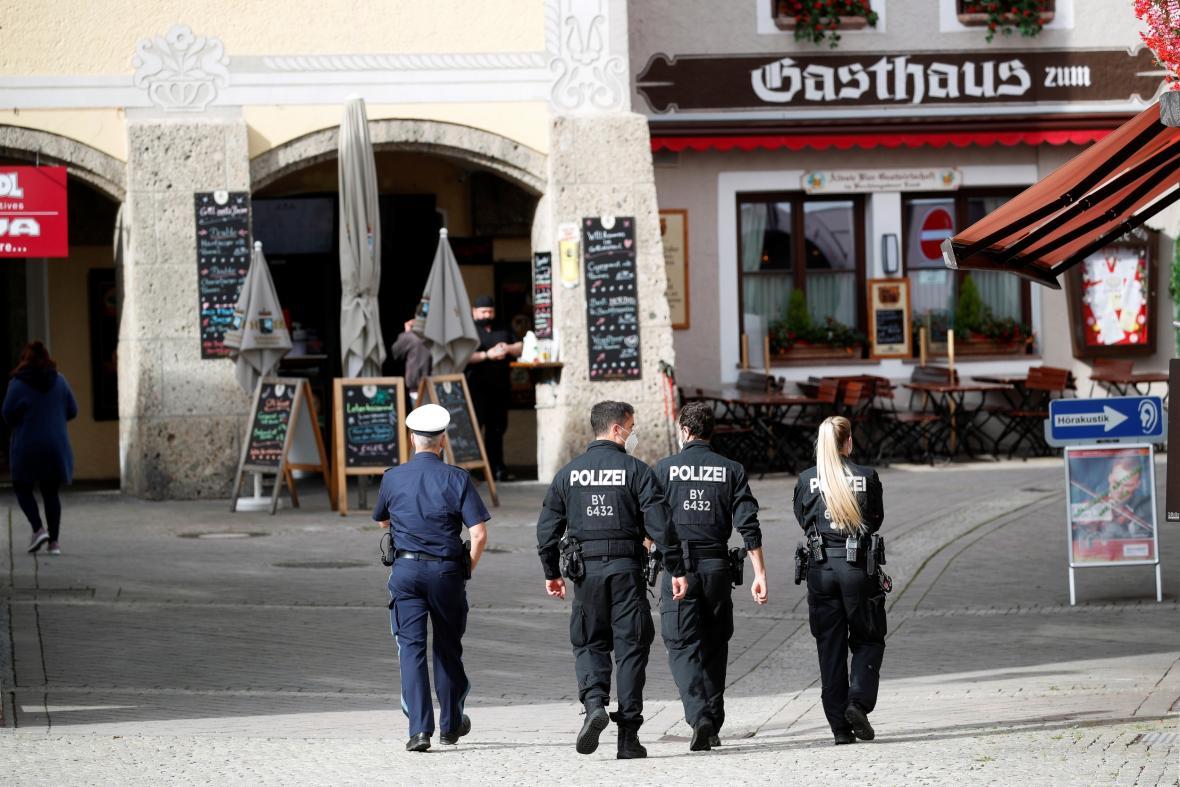 Policie v Berchtesgadenu kontroluje dodržování karantény