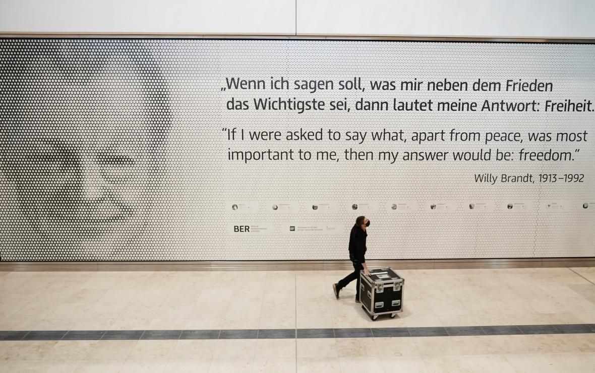 """""""Když mám říct, co je pro mě kromě míru nejdůležitější, pak má odpověď zní: svoboda."""" Citát Willyho Brandta v Terminálu 1"""