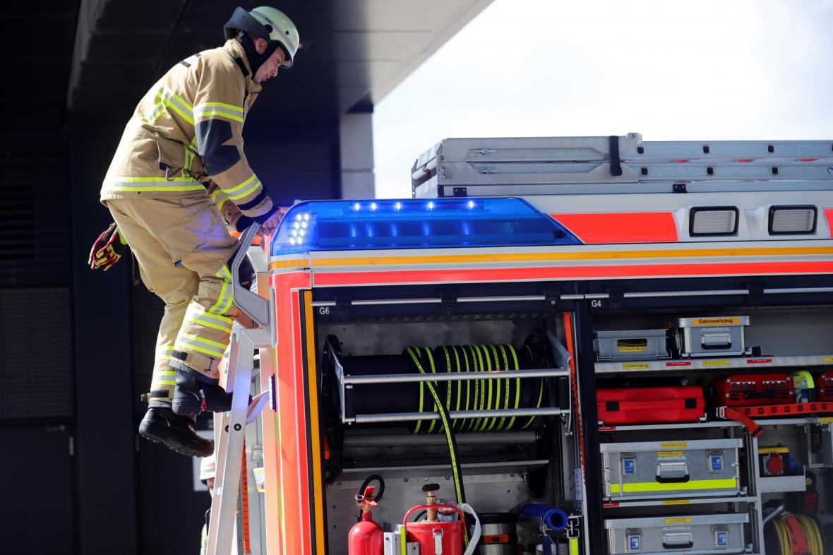 Cvičení letištních hasičů