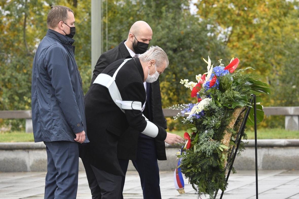 Prezident Miloš Zeman položil květiny na Vítkově
