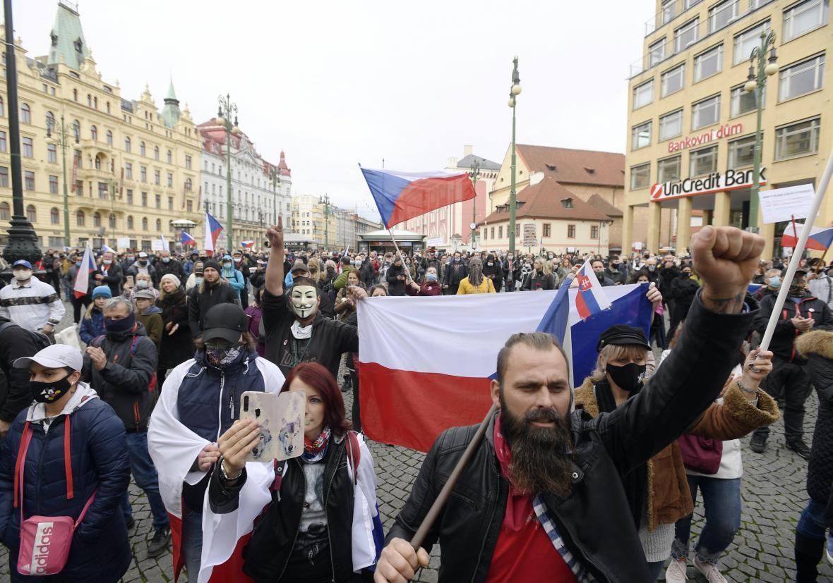 Demonstrace na náměstí Republiky v Praze proti opatřením
