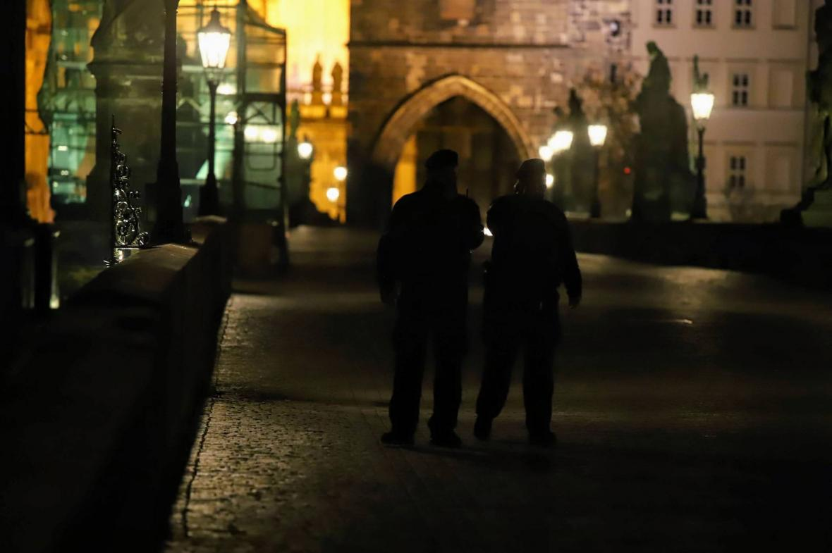 Strážníci na Karlově mostě