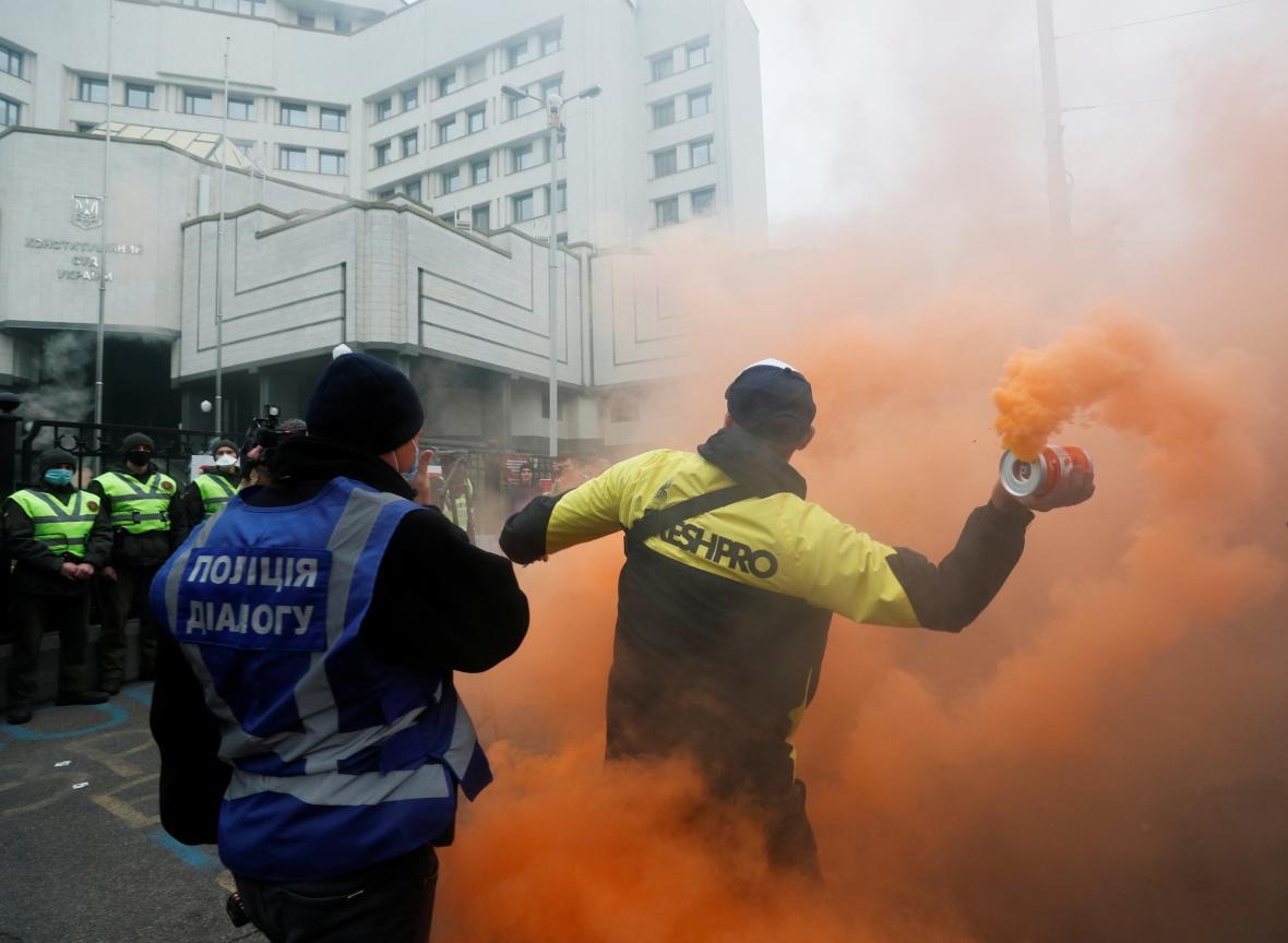 Protest před ústavním soudem v Kyjevě