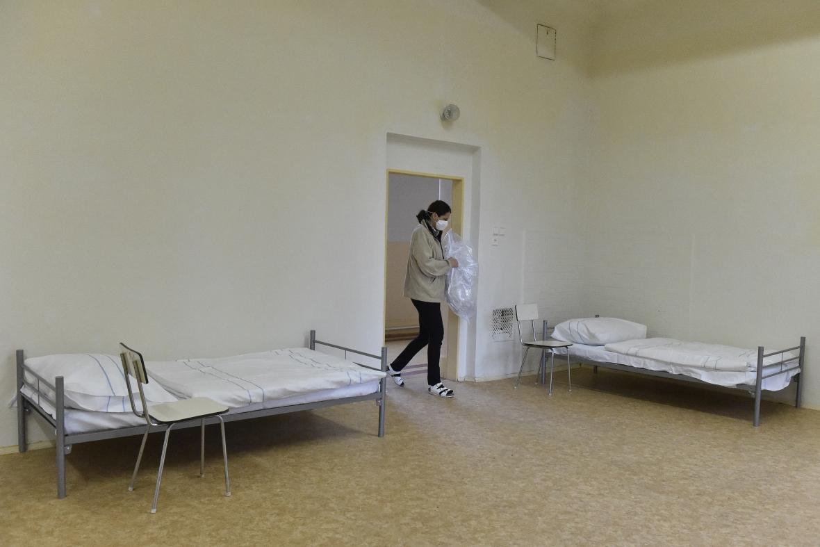 V Brně připravují v bývalých kasárnách přechodné ubytování pro lidi bez přístřeší nakažené covidem-19