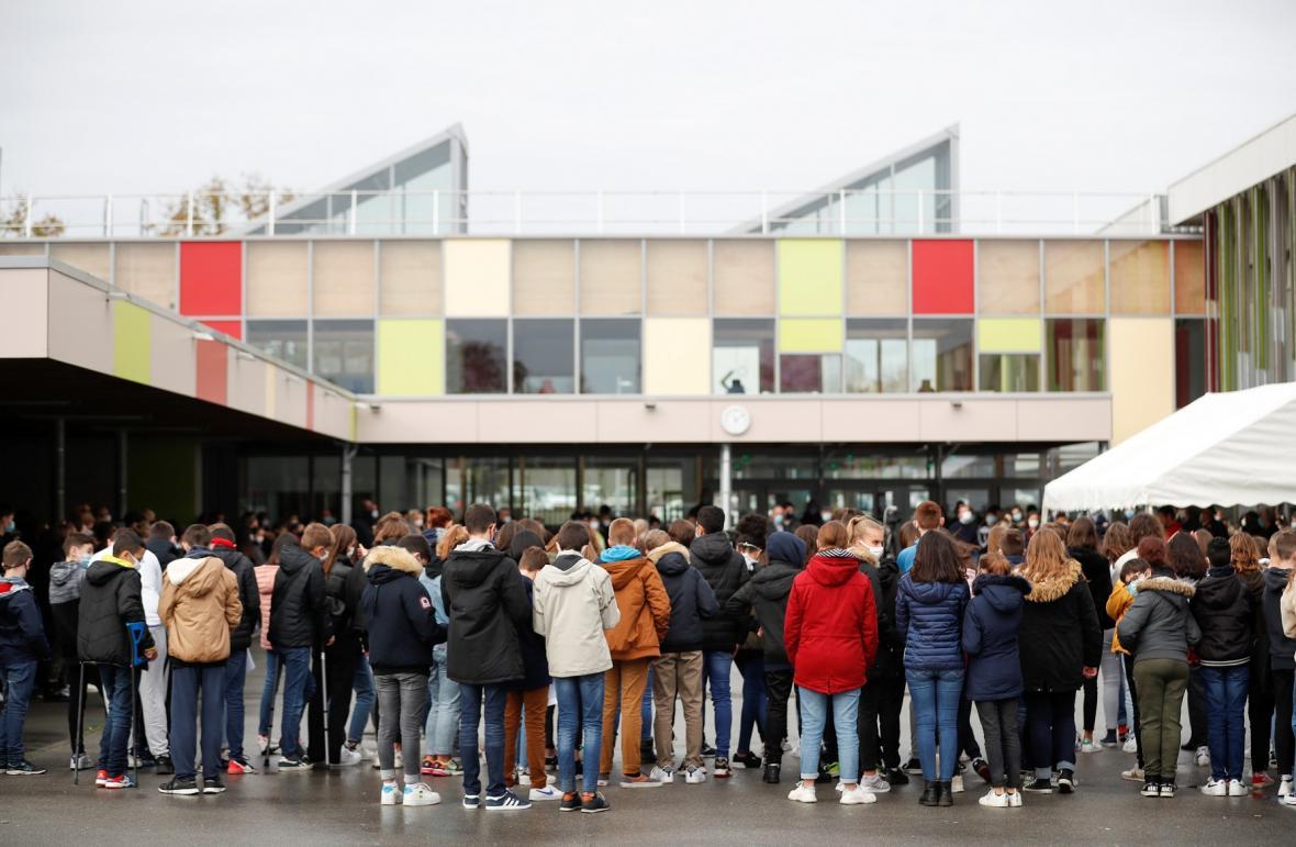 Francouzští studenti vyjadřují soustrast nad smrtí Samuela Patyho