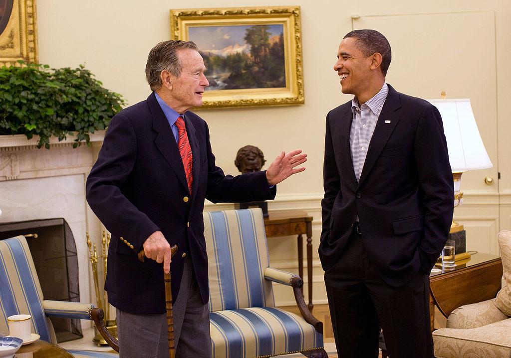 George Bush starší s Barackem Obamou