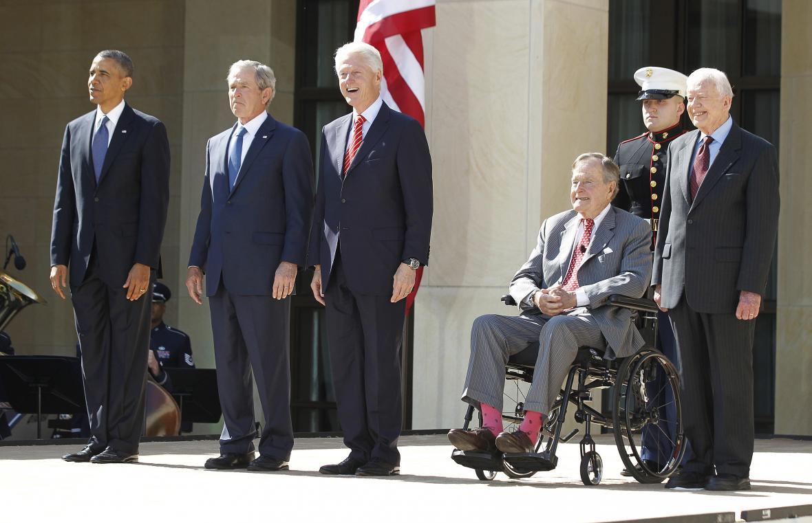 Pět amerických prezidentů. Carter, Bushové, Clinton a Obama